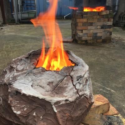 Firing the 'Cracked  Earth ' kiln